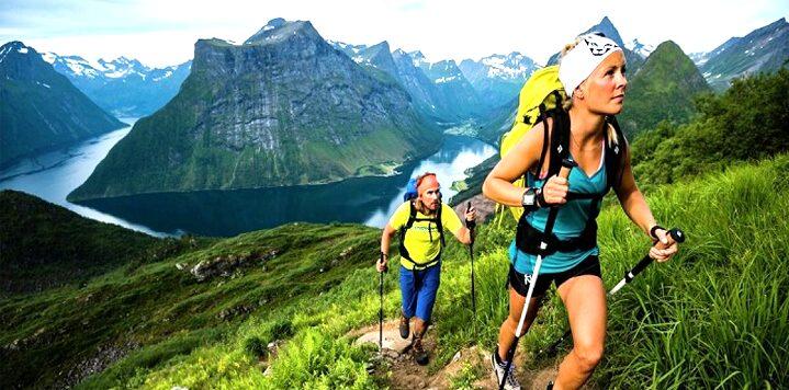 Mimpi Mendaki Gunung dengan Seseorang