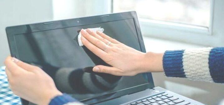 Cara Membersihkan Layar Laptop PC SEcara Benar dan Tanpa Merusak