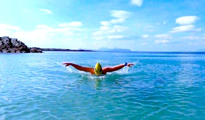 berenang di laut lepas